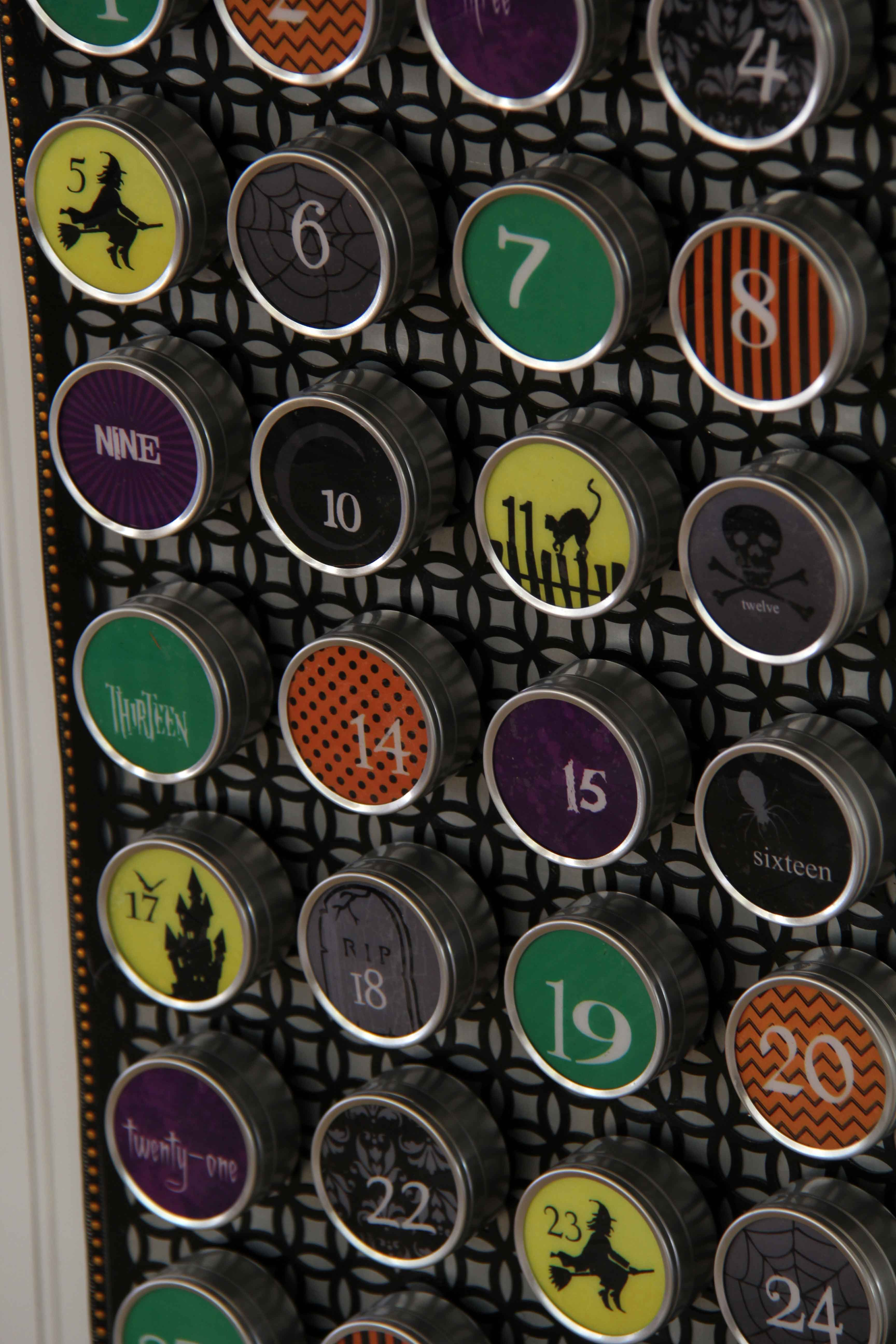 Halloween Countdown Calendar - Countdown to Halloween with this fun advent calendar full of Halloween jokes! There is enough room in each tin to add a special treat.This is easy to make with the FREE printable.