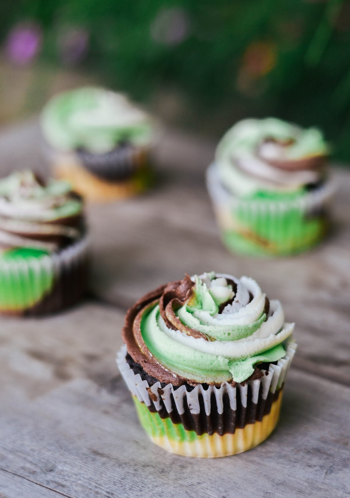 camo cupcakes-10