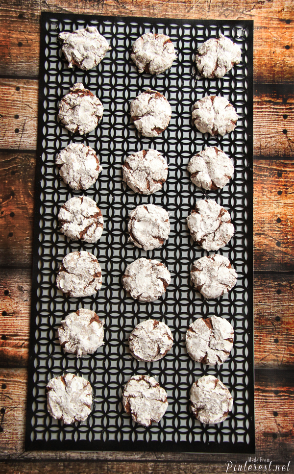 Chocolate Crinkle Cookies Gluten Free - Who knew going gluten free could taste this good!?! Seriously these taste amazing. #Chocolate Crinkle Cookies #Recipe #Gluten Free #Cup4Cup Flour