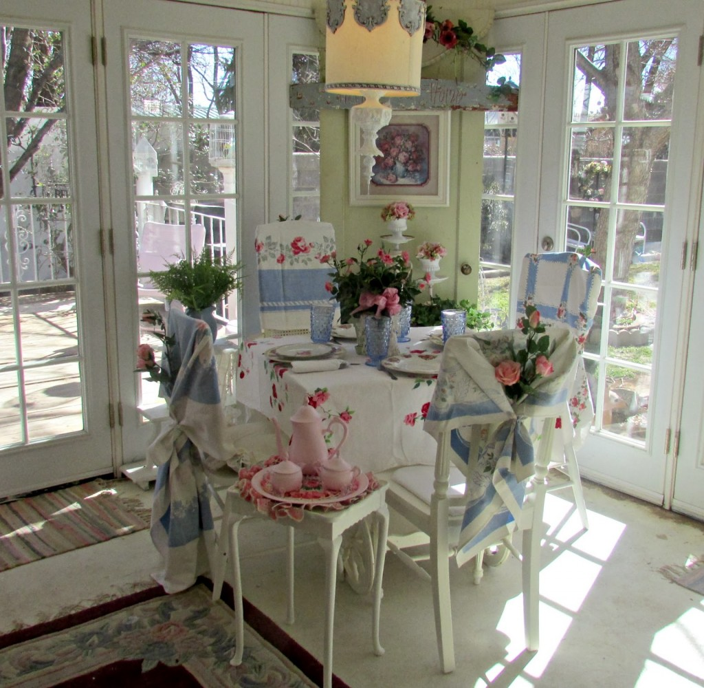 vintage-tablecloth-display-chairs