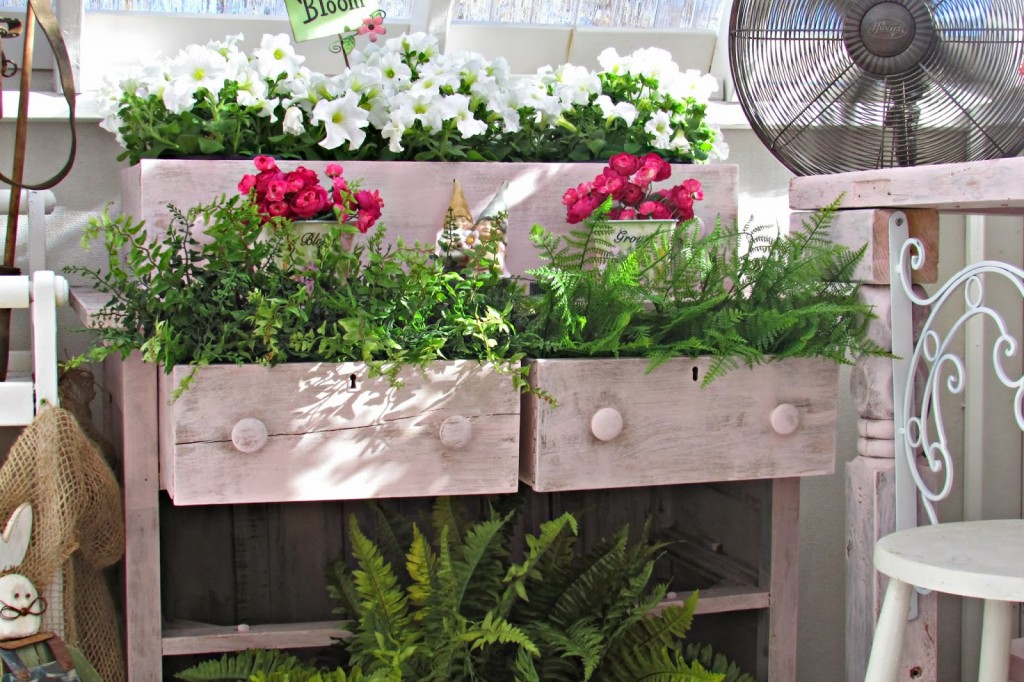 Chest-of-drawers-planter