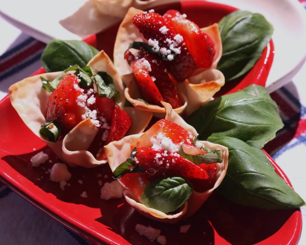 Strawberry-Wonton-Cups