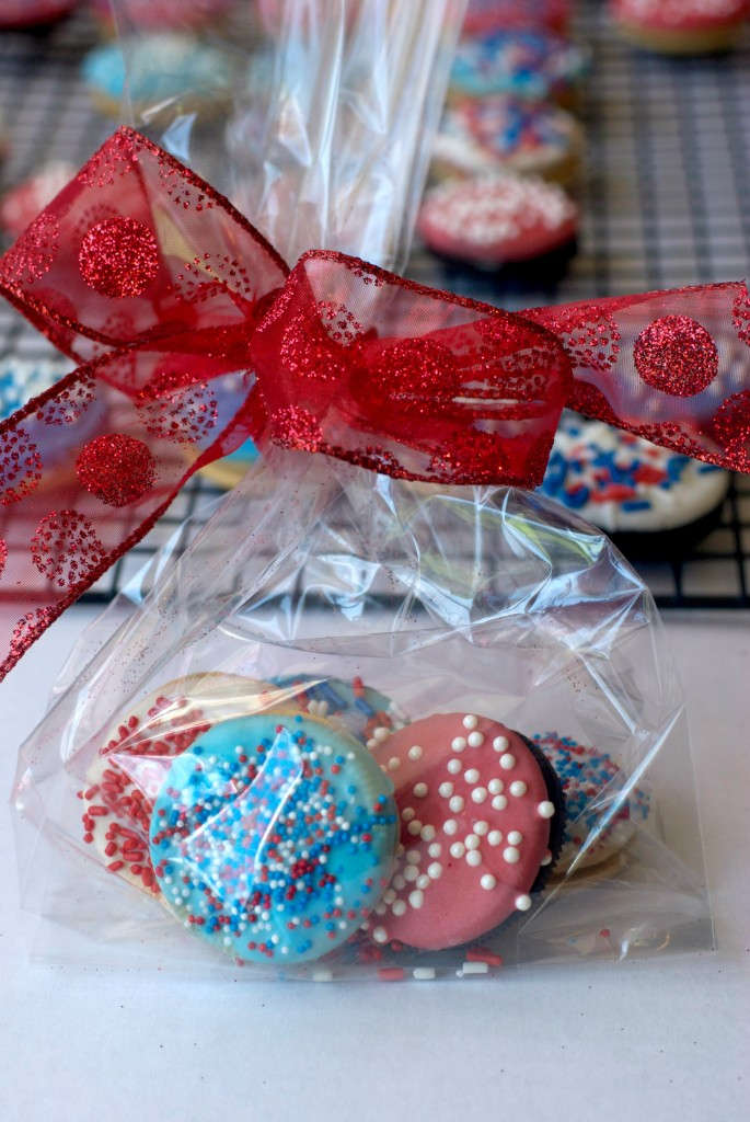 Chocolate Dipped Oreos. Perfect for gift giving