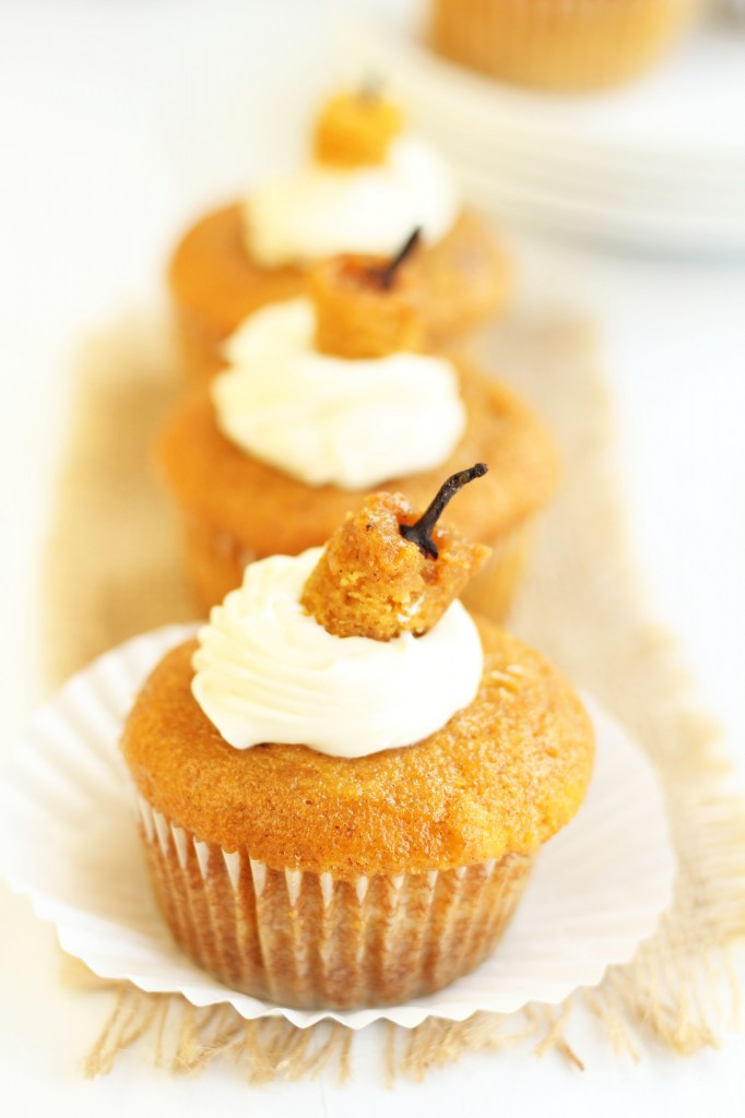 Cream-Cheese-Filled-Pumpkin-Cupcakes