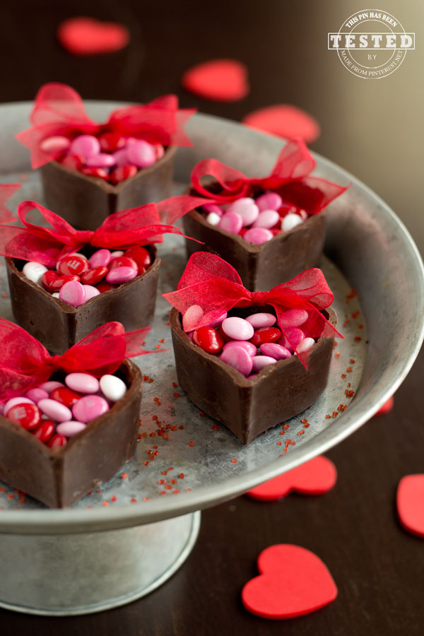 Chocolate Heart Cups - These are the perfect gift for chocolate lovers! They are a quick and easy dessert any foodie will love! You can fill them with candy, mousse, or even a small gift.