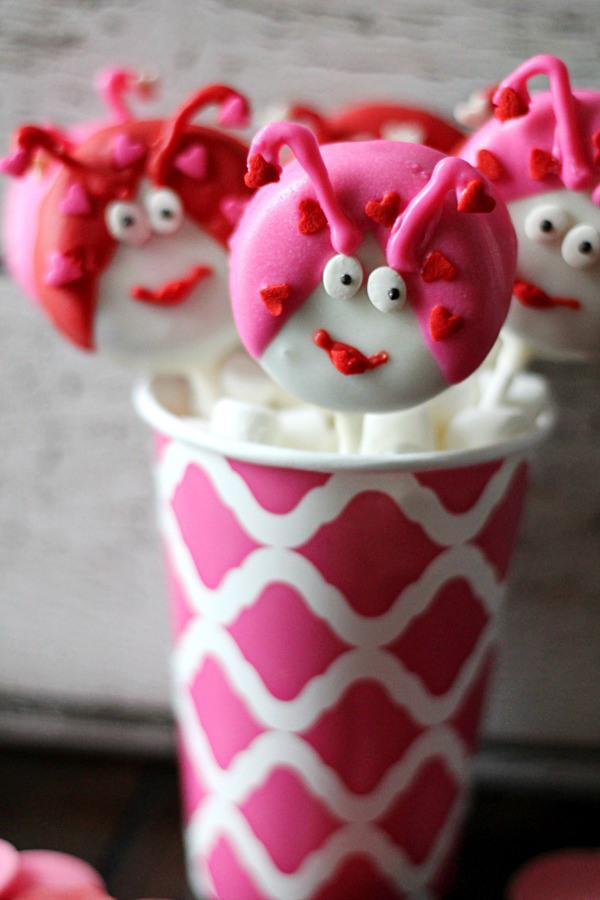 Love-Bug-Cookie-Pops