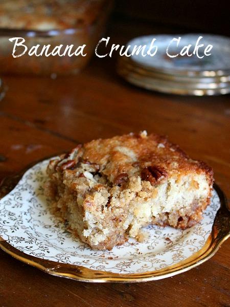 Moist and delicious banana crumb cake recipe!