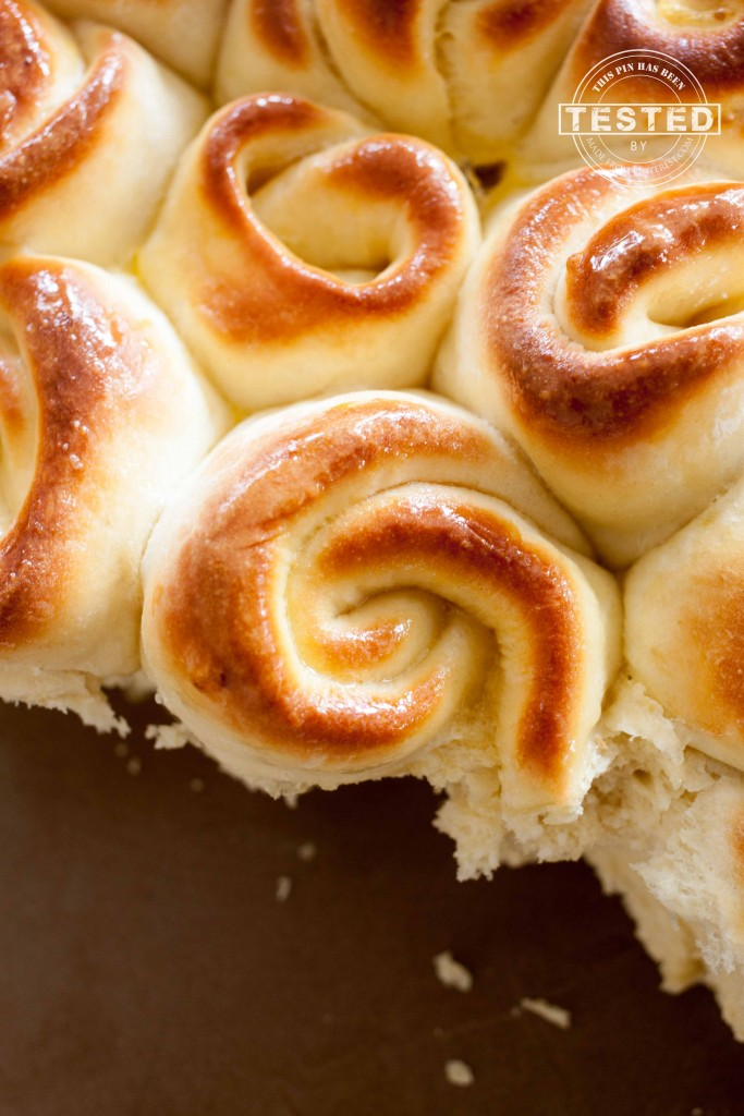 Swirly Curly Bread - Soft, tender, easy homemade dinner rolls. Perfect side dish for spring holiday meals! Step by step picture tutorial.