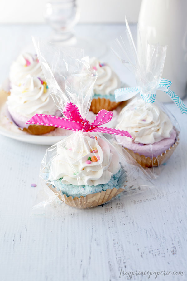 Fizzy-Cupcake-Bath-Bomb-Recipe-stands