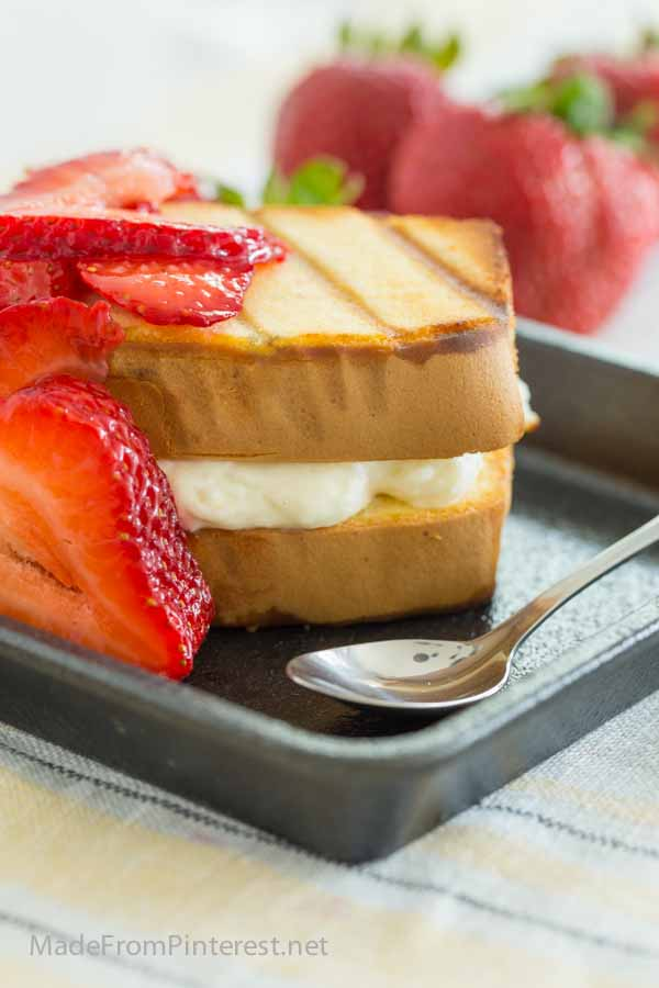 Grilled Strawberry Cheesecake Sandwich - A simple 4 ingredient dessert you can make on the grill!