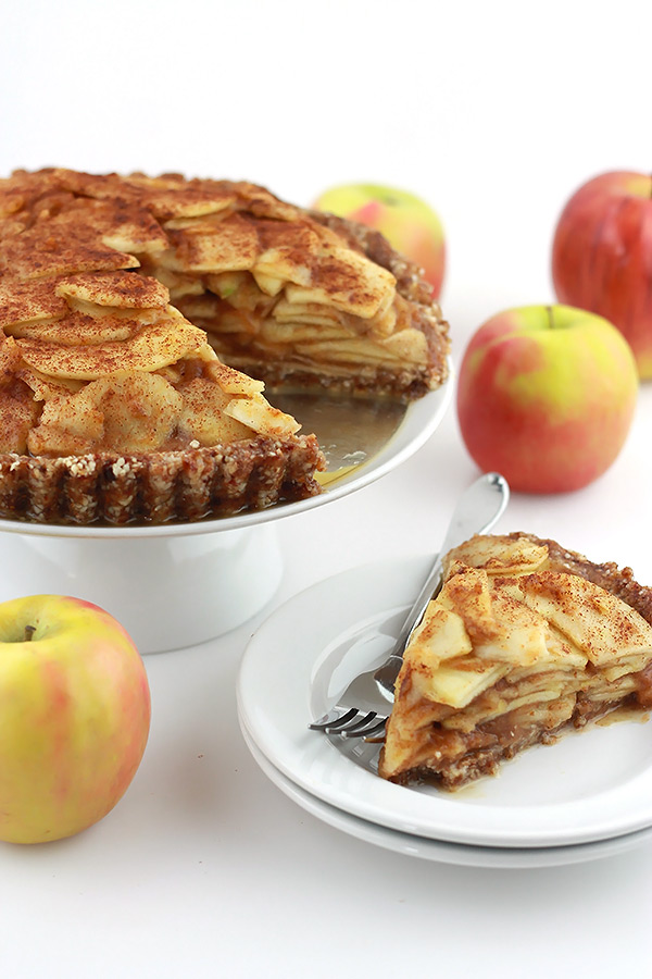 Raw-Salted-Caramel-Apple-Pie.1