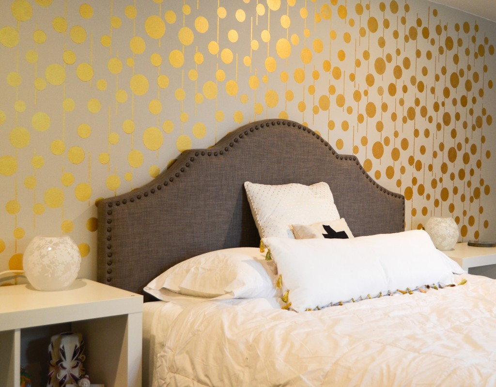Gold-Stenciled-Wall