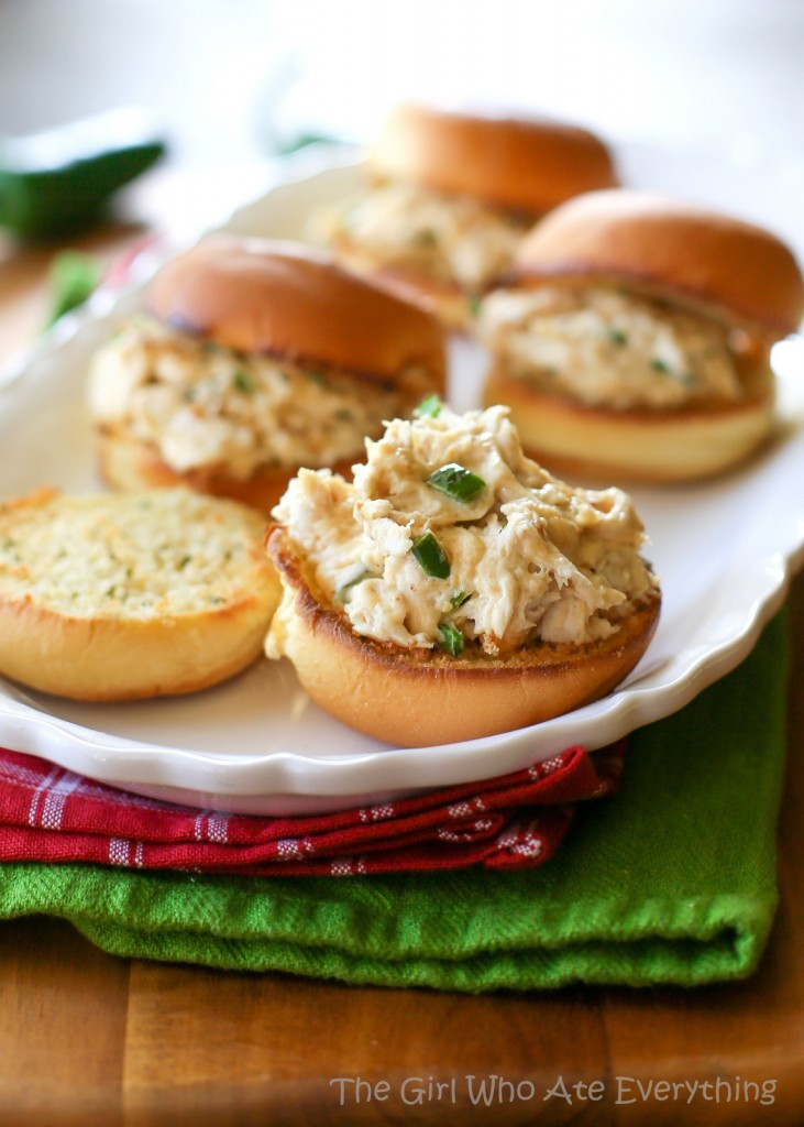 jalapeno-popper-chicken-sliders1-731x1024