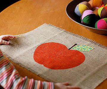 A cute way to decorate your placemats with pumpkins to give you that fall spirit!