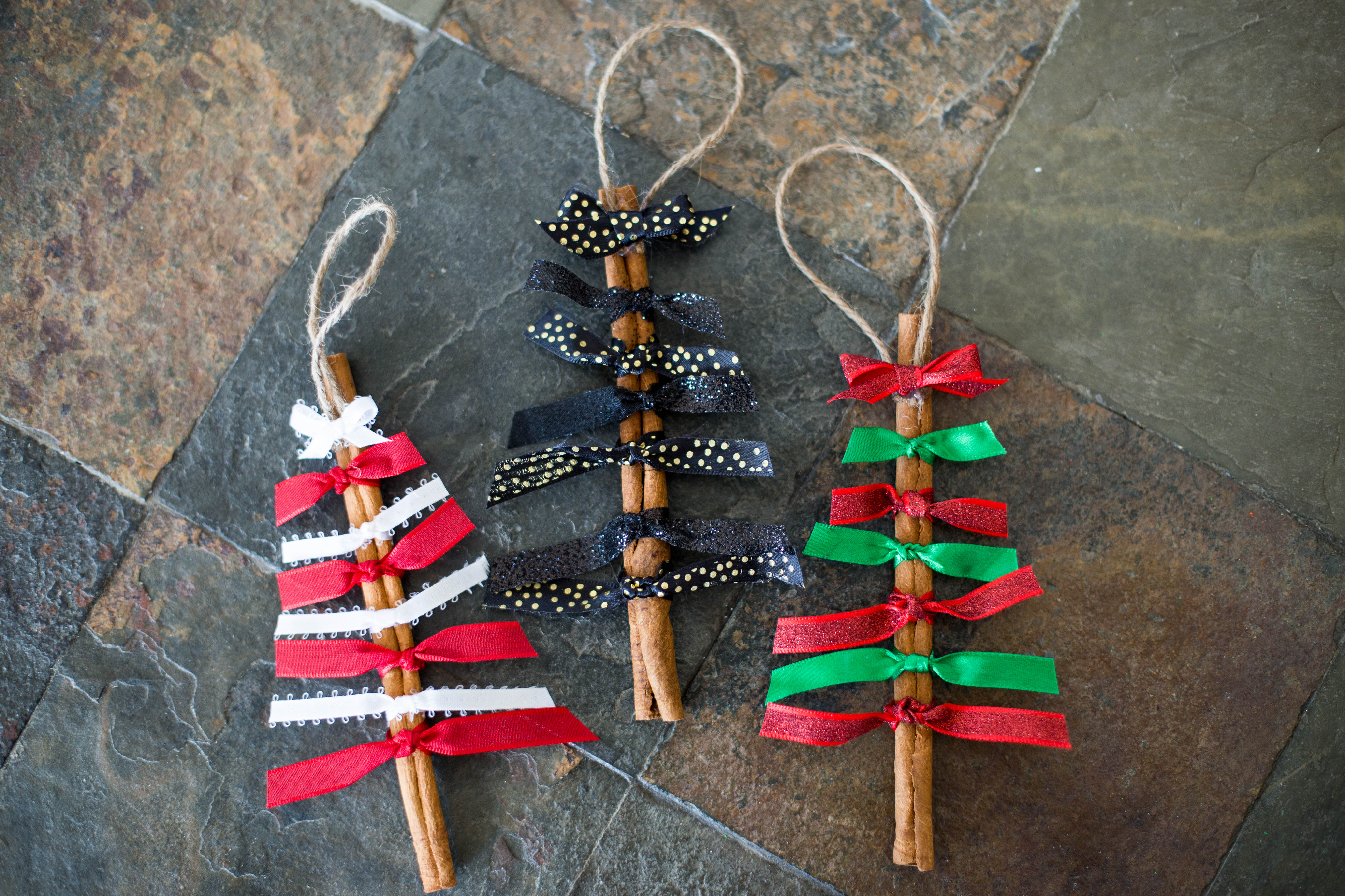 Cinnamon sticks for crafts - Quick And Easy To Make These Cinnamon Stick Christmas Ornaments Will Add A Darling Look