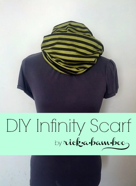 This DIY Infinity Scarf can be made in minutes. It is a great gift for anyone on your list this holiday season.
