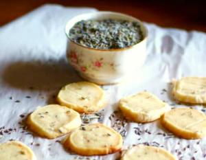 lavender shortbread cookies from restlesschipotle.com
