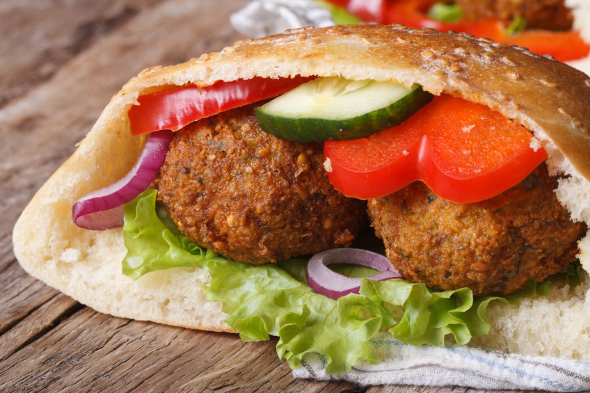 falafel-with-fresh-vegetables-in-pita-bread
