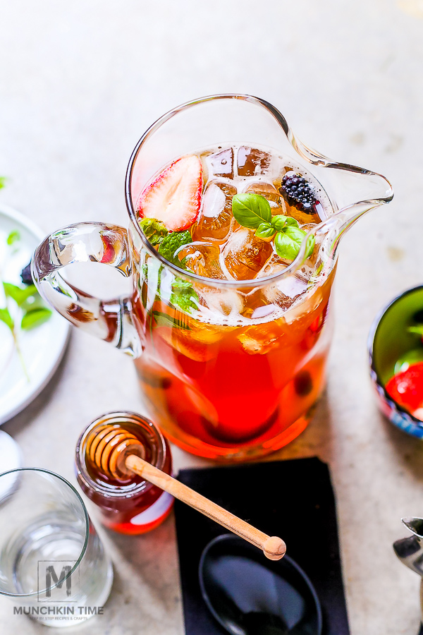 How to Make Iced Tea with Step by Step Tutorial - Delicious drink to enjoy on a hot summer day! -- #howtomakeicedtea