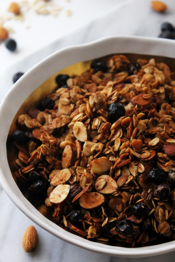 Cinnamon Blueberry Almond Granola Cereal: Sweet, nutty, toasty granola in less than an hour. This granola cereal is pickiest-toddler-in-the-world approved.
