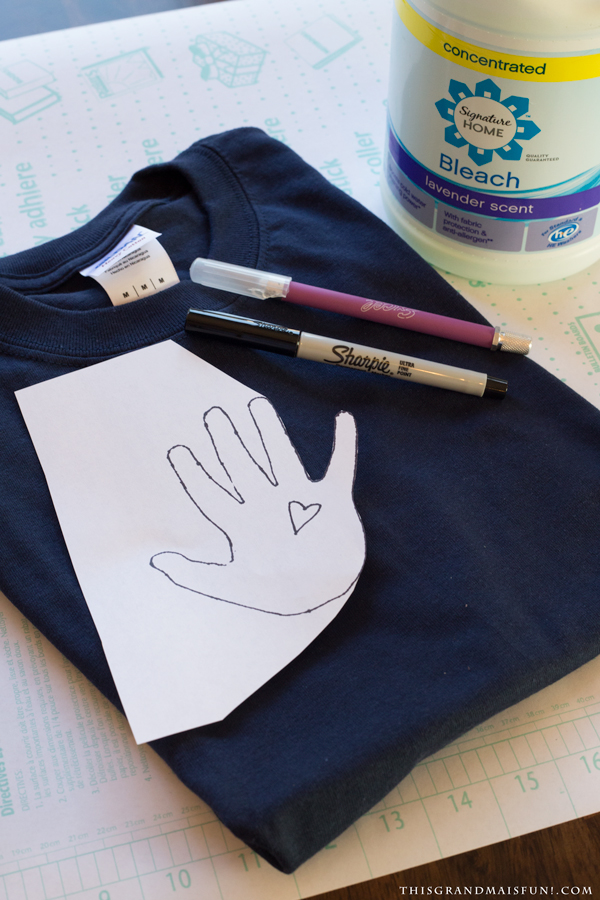 Father's day is just around the corner. I have the perfect gift you can help your grandchildren make for Dad on his special day. An Easy Fathers Day Shirt personalized with your grandchild's handprint. This is a fun, quick and easy project that Dad will love to wear over and over again! And you can always make a second one for Grandpa! (Grandpas love this kind of stuff!)