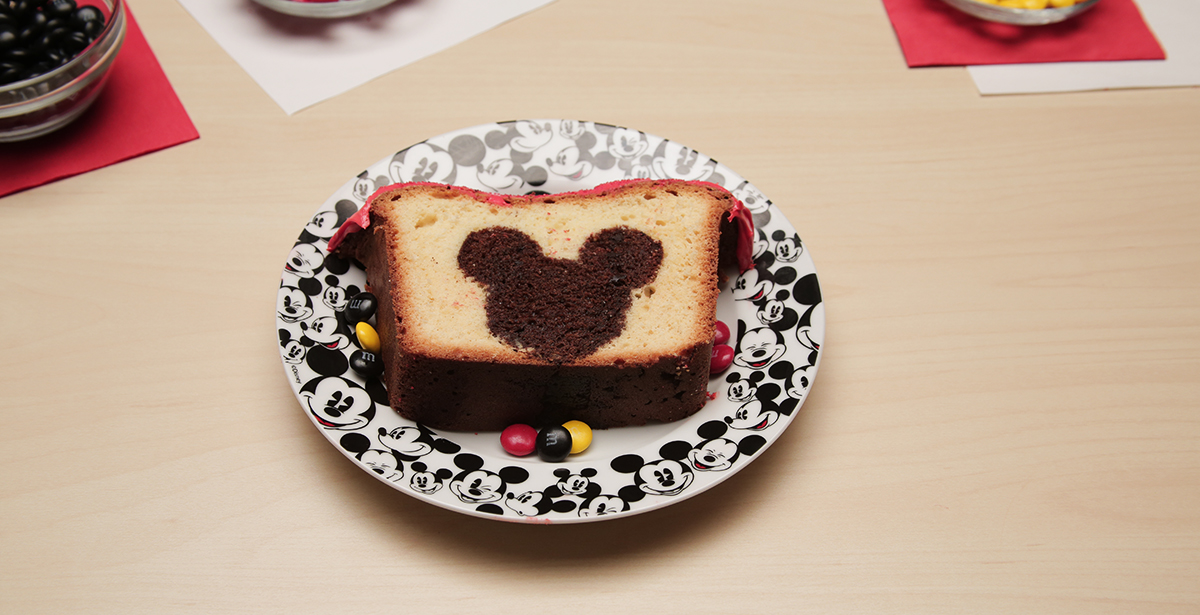 Disney-Family_Mickey-Peekaboo-Cake