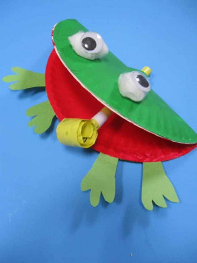 paper plate craft frog on a blue background